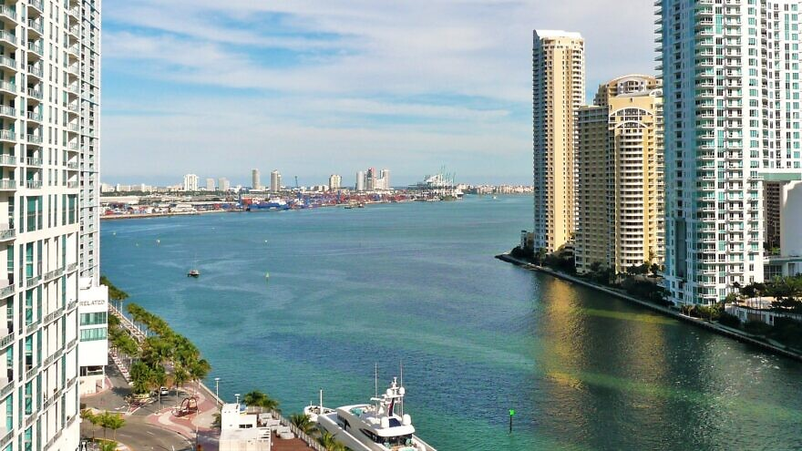 The mouth of the Miami River at Brickell, a neighborhood in the city's financial district. Credit: Marc Averette via Wikimedia Commons.