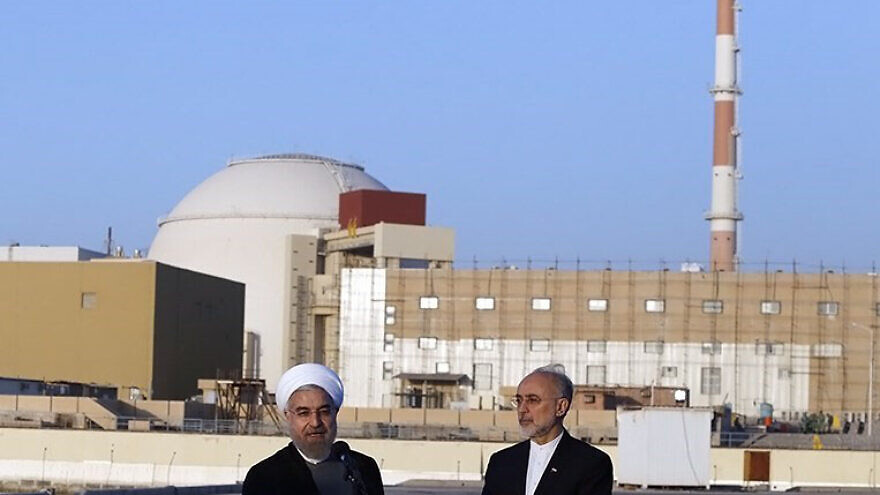Iranian President Hassan Rouhani and head of the Atomic Energy Organization of Iran (AEOI) Ali Akbar Salehi near the Bushehr nuclear plant. Credit: Wikimedia Commons.