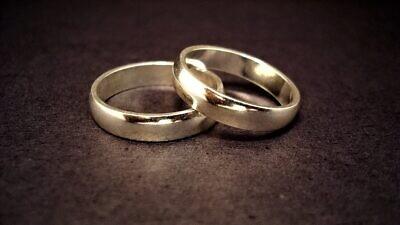Wedding rings. Credit: Jeff Belmonte from Cuiabá, Brazil on Flickr via Wikimedia Commons.