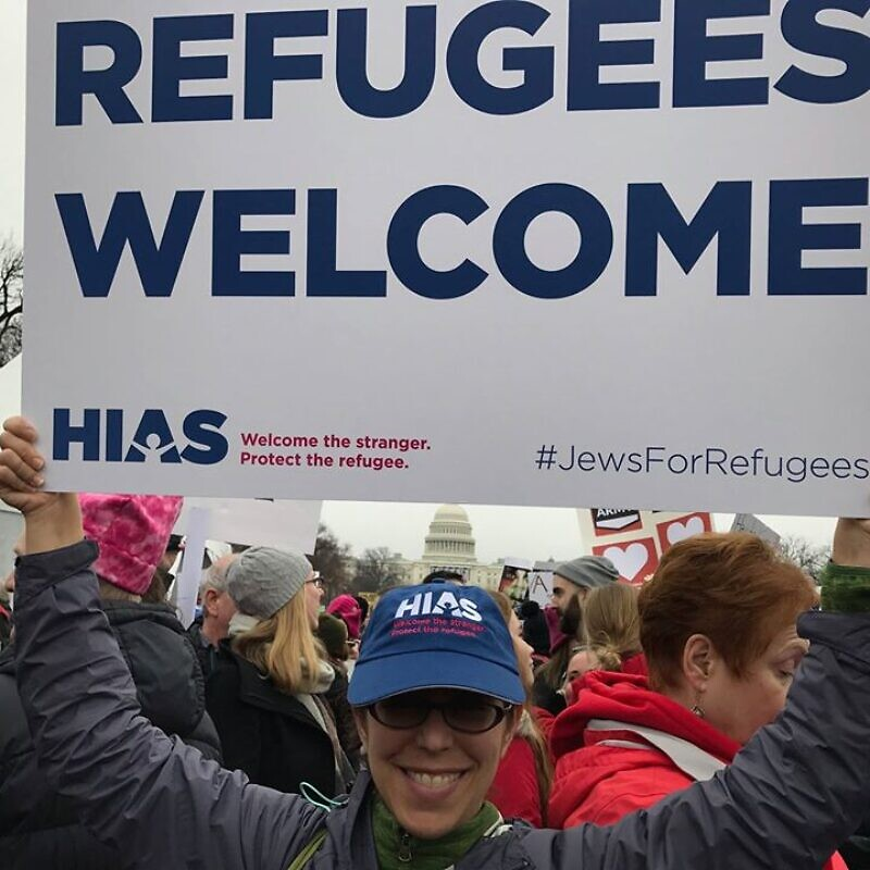 A HIAS supporter at a pro-immigration rally. Source: HIAS via Facebook.