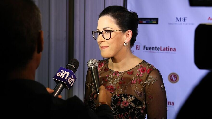 Leah Soibel, founder and CEO of Fuente Latina conducting an interview. Source: Facebook.