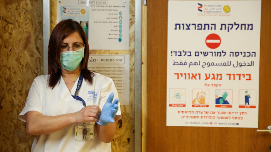 An Israeli medical worker at the coronavirus critical-care unit of the Ziv Medical Center in Tzfat on April 2, 2020. Photo by David Cohen/Flash90.