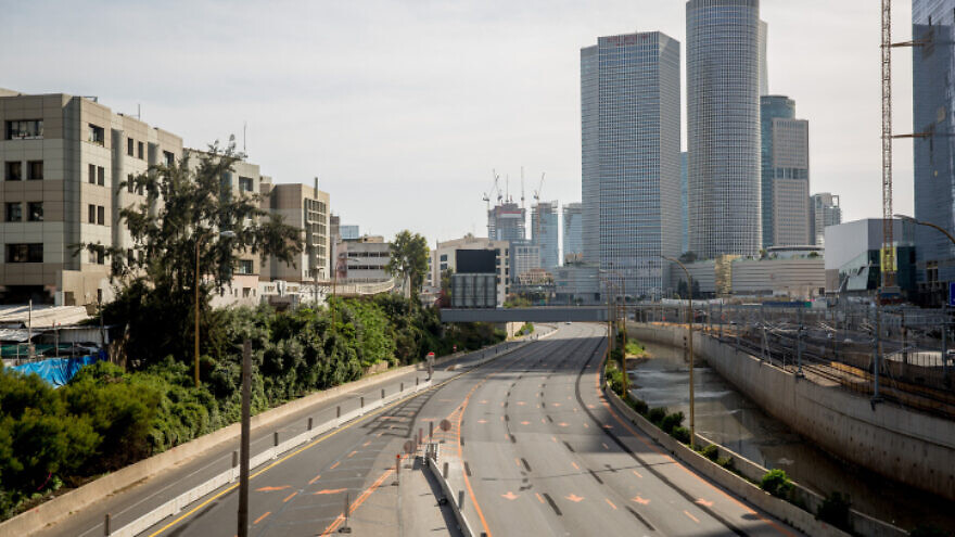 The empty Ayalon Highway in Tel Aviv on April 4, 2020. Photo by Miriam Alster/Flash90.