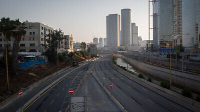 The Ayalon Highway in Tel Aviv on April 14, 2020. Photo by Miriam Alster/Flash90.