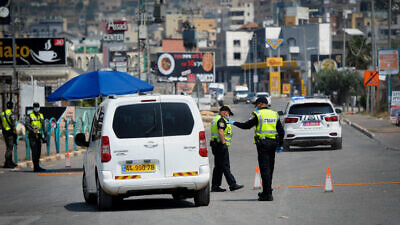 Israeli police at a temporary checkpoint in the northern Arab Israeli town of Deir al-Asad, on April 15, 2020. Photo by Basel Awidat/Flash90.