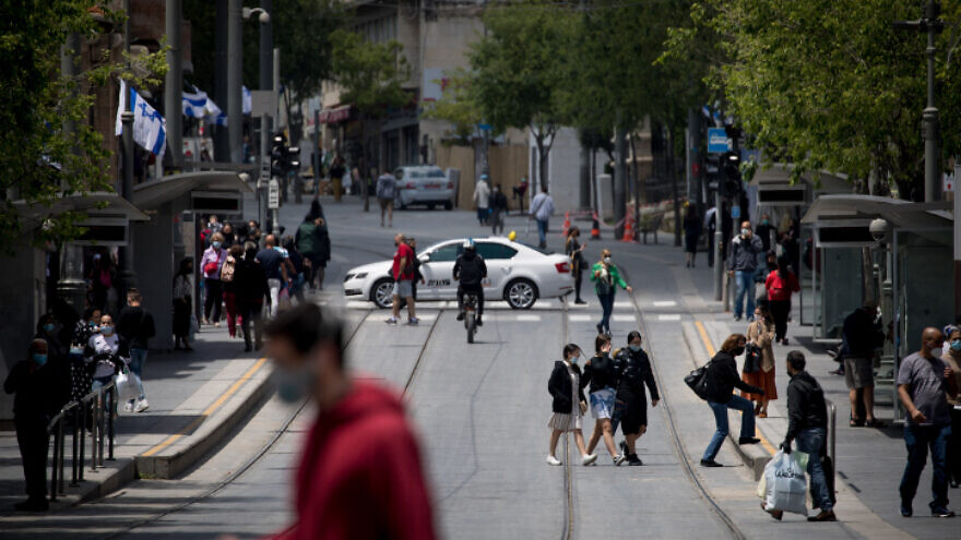 Pedestrians on Jaffa Street in downtown Jerusalem on April 26, 2020. Photo by Yonatan Sindel/Flash90.