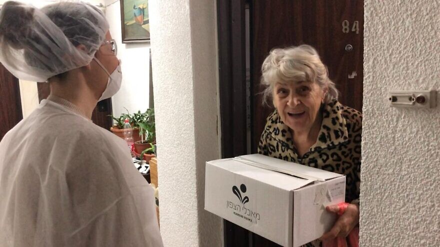Leket volunteers deliver kosher-for-Passover food for the elderly in Israel prior to the holiday and in the wake of the coronavirus pandemic, April 2020. Credit: Leket.