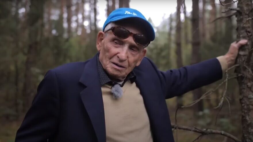 Aron Bielski visiting the location in modern-day Belarus where he and his brothers fought the Nazis and other pro-German forces during World War II. Source: Screenshot.