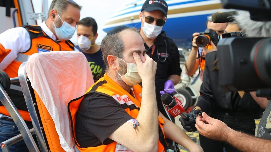 Eli Beer, founder and president of United Hatzalah, saying the Shema upon arriving in Israel after battling COVID-19 for six weeks at a hospital in Miami, Fla. Credit: United Hatzalah.