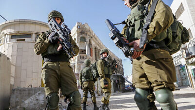 Israeli soldiers patrol the Old City of Hebron in the West Bank, on January 14, 2018. Photo by Wisam Hashlamoun/Flash90.
