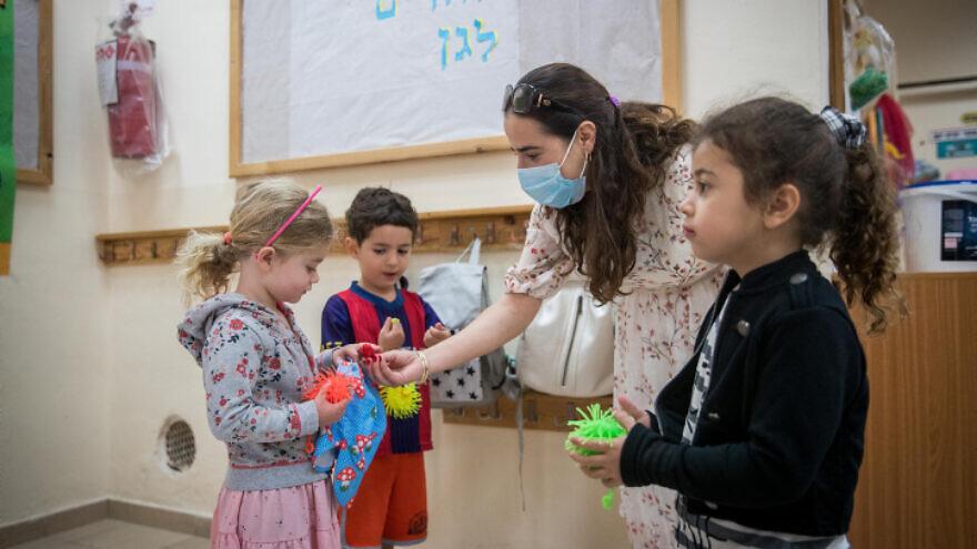 Children and teachers at the Gan Nayot kindergarten in Jerusalem on May 10, 2020. Photo by Yonatan SIndel/Flash90.