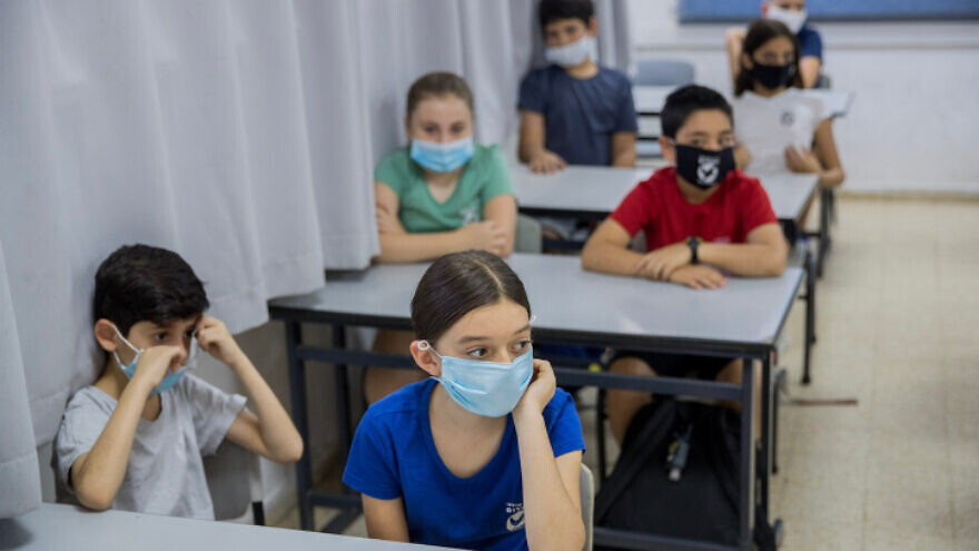 Israeli students at Hashalom School in Mevaseret Zion, near Jerusalem, on May 17, 2020. Photo by Yonatan Sindel/Flash90.