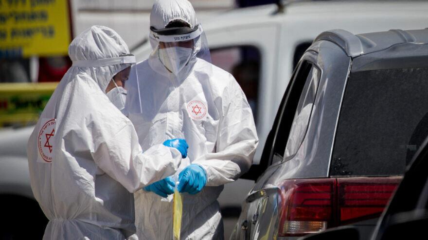 Magen David Adom medical workers at a drive-through coronavirus test site in Jerusalem, May 30, 2020. Photo by Yonatan Sindel/Flash90.