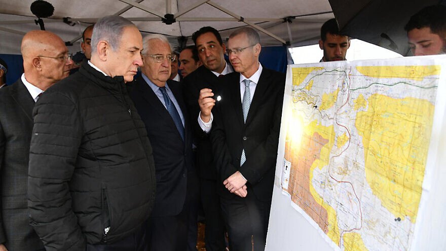 Israeli Prime Minister Benjamin Netanyahu and U.S. Ambassador to Israel David Friedman on a tour with the mapping committee. Photo by Haim Zach/GPO.