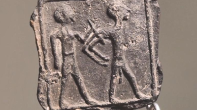 The tablet discovered in March 2020 that shows a Canaanite captor controlling a Canaanite captive. Credit: Israel Antiquities Authority.