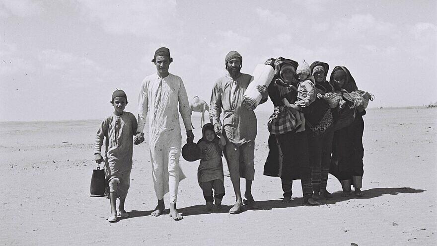 Yemenite Jewish refugees walking to a reception camp near Aden. Credit: Wikimedia Commons.