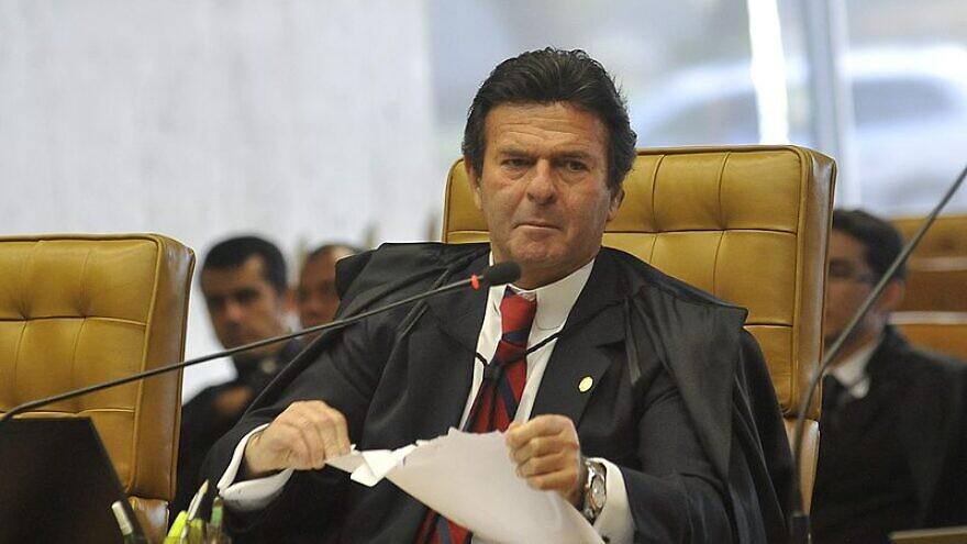 Minister Luiz Fux at a plenary session of the Federal Supreme Court, Nov. 20, 2012. Photo: José Cruz/Agência Brasil via Wikimedia Commons.