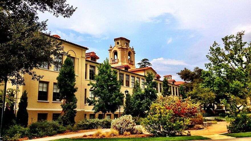 Mason Hall and the Academic Quadrangle at Pomona College in Claremont, Calif. Credit: Wikimedia Commons.