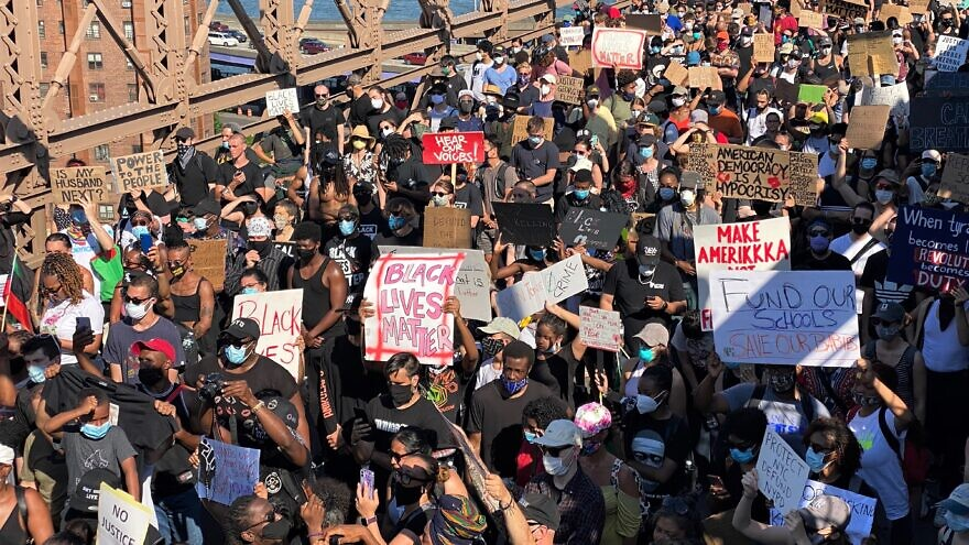 A Black Lives Matter mass protest on the Brooklyn Bridge in New York City while certain lockdowns still exist due to the coronavirus pandemic, June 9, 2020. Credit: Stan Wiechers via Wikimedia Commons.
