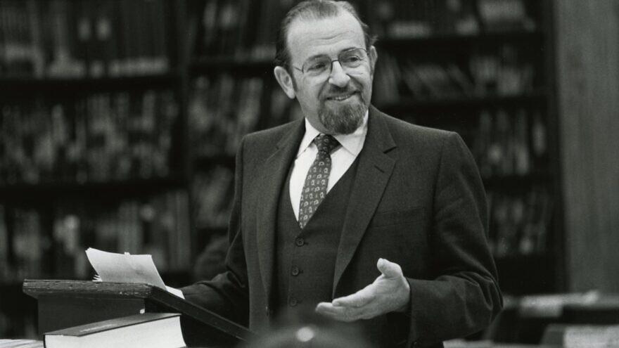 Rabbi Norman Lamm in the classroom. Credit: Yeshiva University.