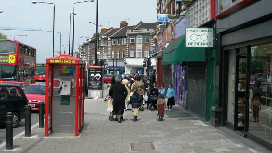 Stamford Hill, London, a heavily Orthodox Jewish neighborhood. Credit: Danny Robinson via Wikimedia Commons.