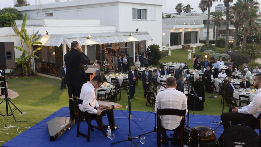 U.S. Ambassador to Israel Dan Shapiro hosts an Iftar dinner at his Herzliya residence on June 14, 2016. Credit: Matty Stern/U.S.Embassy Tel Aviv.