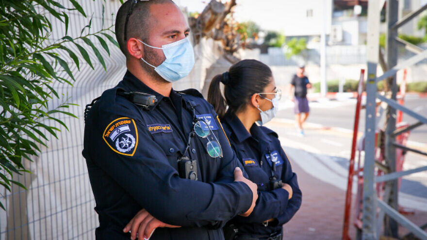 Israeli police officers guarding the entrance to a neighborhood in Ashdod, closed to prevent the spread of COVID-19, on July 2, 2020. Photo by Flash90.