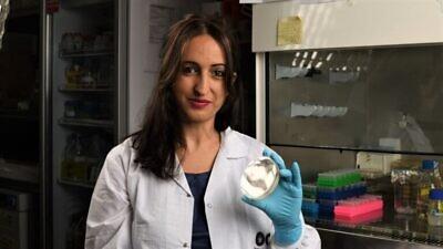 Professor Hadas Mamane at her lab at Tel Aviv University. Photo by Dr. Vered Cohen Yaniv/Courtesy of Israel21c.