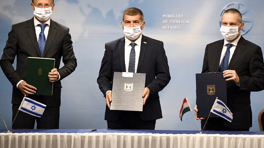 Israeli Foreign Minister Gabi Ashkenazi (center) with with his Hungarian counterpart Péter Szijjártó (left) and Israeli Science Technology and Space Minister Yizhar Shai. Credit: Israeli Foreign Ministry.