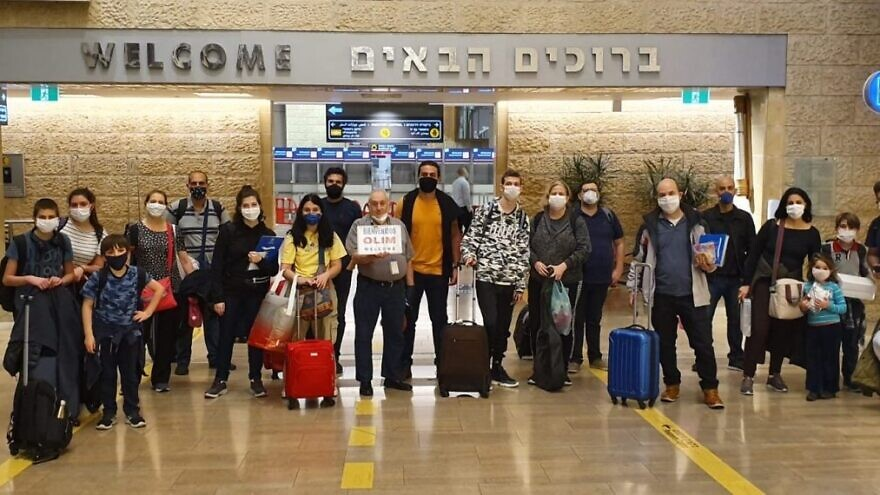 New immigrants from Brazil arrive at Tel Aviv's Ben-Gurion International Airport in May. Credit: The Jewish Agency for Israel.