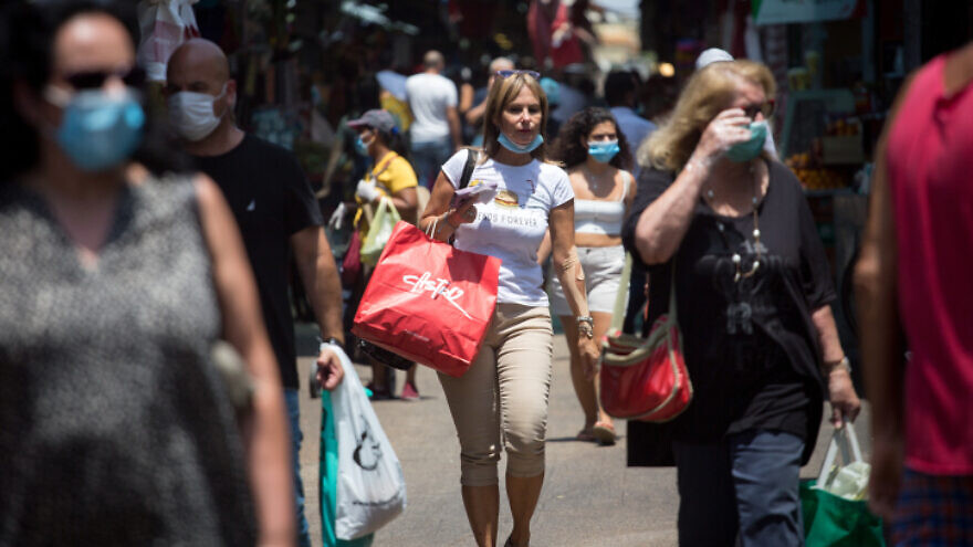 Israelis shop in Tel Aviv, on July 29, 2020. Photo by Miriam Alster/Flash90.