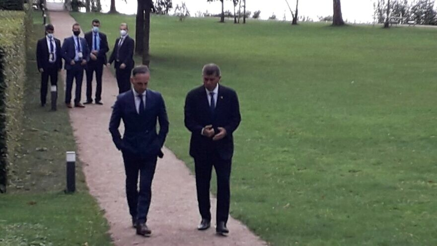 Israeli Foreign Minister Gabi Ashkenazi (right) with German Foreign Minister Heiko Maas at the Liebermann Villa on the shores of Lake Wannsee in Berlin. Aug. 27, 2020. Source: Twitter/Gabi Ashkenazi.