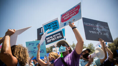 Independent business owners and workers from the tourism sector protest outside the Israeli Finance Ministry in Jerusalem, calling for financial support from the Israeli government, on June 30, 2020. Photo by Yonatan Sindel/Flash90.