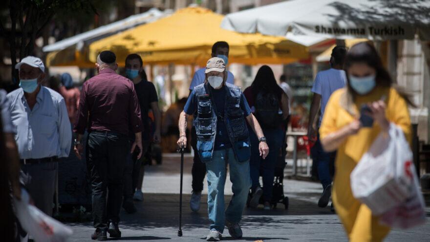 Pedestrians in downtown Jerusalem on Aug. 2, 2020. Photo by Yonatan Sindel/Flash90.