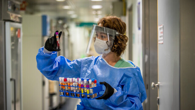 A technician carries out a diagnostic test for coronavirus in a lab at the Ichilov Hospital in Tel Aviv on Aug. 3, 2020. Photo by Yossi Aloni/Flash90.