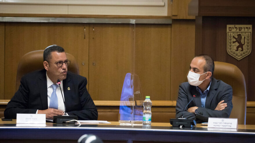 Israeli Coronavirus Project Coordinator Ronni Gamzu (right), during a meeting with Jerusalem Mayor Moshe Lion at City Hall on August 12, 2020. Photo by Olivier Fitoussi/Flash90.