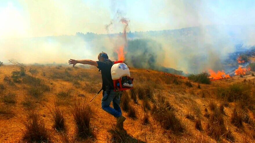 Fighting arson fires in southern Israel as a result of incendiary balloons being launched by Hamas in Gaza on Aug. 26, 2020. Credit: JNF.