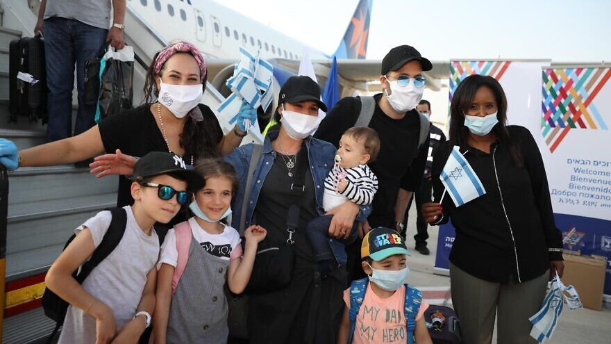 A total of 140 new arrivals from France landed at Ben-Gurion International Airport on Aug. 3, 2020. Photo by Olivier Fitoussi.