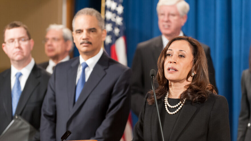 Kamala Harris back when she served as attorney general of California, next to U.S. Attorney General Eric Holder of the Obama-Biden administration, Feb. 5, 2013. Credit: Lonnie Tague for the Department of Justice via Wikimedia Commons.