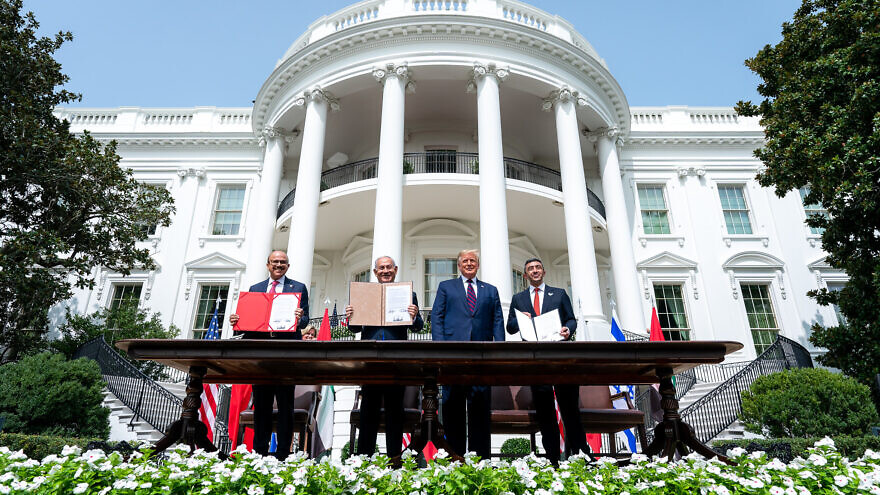 U.S. President Donald Trump, Minister of Foreign Affairs of Bahrain Abdullatif bin Rashid Al Zayani, Israeli Prime Minister Benjamin Netanyahu and Minister of Foreign Affairs for the United Arab Emirates Abdullah bin Zayed Al Nahyan sign the Abraham Accords on the South Lawn of the White House, Sept. 15, 2020. Credit: White House/Tia Dufour.