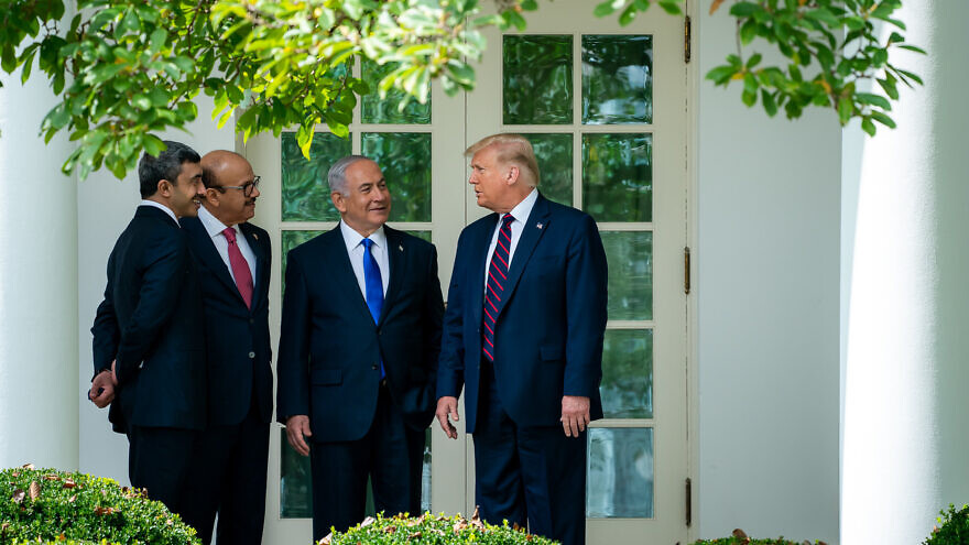 U.S. President Donald Trump with the Minister of Foreign Affairs of Bahrain Abdullatif bin Rashid Al Zayani, Israeli Prime Minister Benjamin Netanyahu and the Minister of Foreign Affairs for the United Arab Emirates Abdullah bin Zayed Al Nahyan on the way to the signing of the Abraham Accords, Sept. 15, 2020. Photo: Tia Dufour/White House.