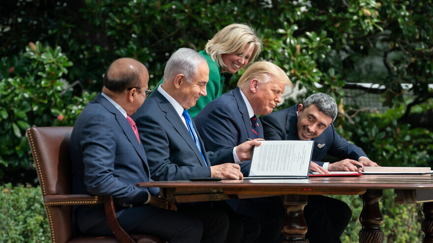 U.S. Chief of Protocol Cam Henderson assists U.S. President Donald Trump, Minister of Foreign Affairs of Bahrain Abdullatif bin Rashid Al Zayani, Israeli Prime Minister Benjamin Netanyahu and Minister of Foreign Affairs for the United Arab Emirates Abdullah bin Zayed Al Nahyan with the documents during the signing of the Abraham Accords on the South Lawn of the White House, Sept. 15, 2020. Photo: Andrea Hanks/White House.