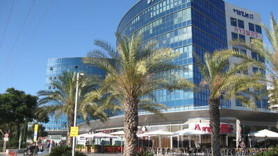 Bank Hapoalim in Ra'anana, outside Tel Aviv. Credit: Ori via Wikimedia Commons.