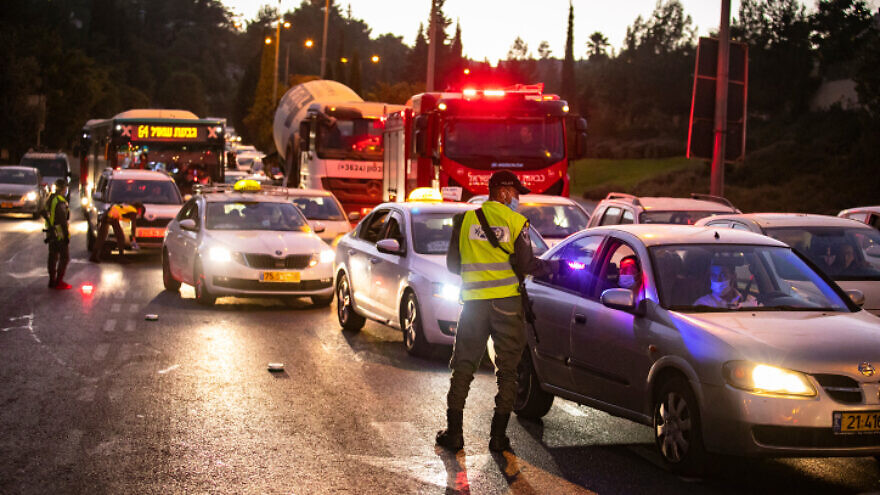 Israeli police at the entrance to the neighborhood of Ramot in Jerusalem as Israel enforces a lockdown and a night curfew applied to some 40 cities throughout Israel that have been adversely affected by the coronavirus, Sept. 13, 2020. Photo by Yonatan Sindel/Flash90.