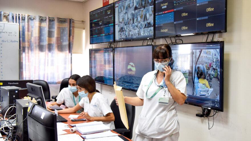 Soroka Medical Center medical staff member works at the coronavirus ward of Soroka Medical Center in Beersheva on Sept. 15, 2020. Photo by Yossi Zeliger/Flash90.