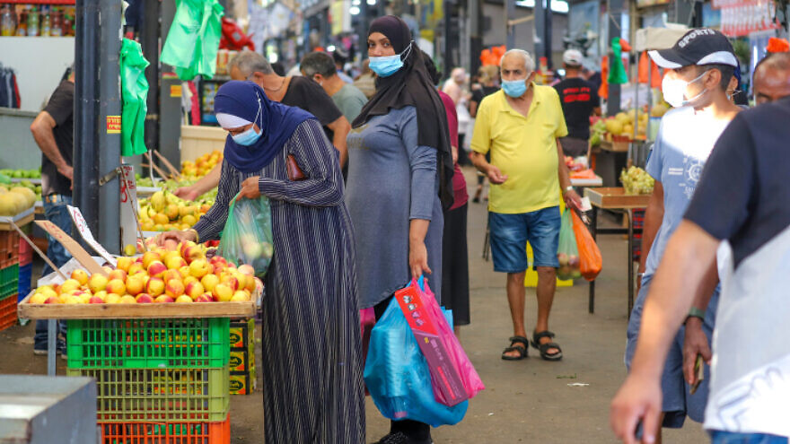 Israelis shop at the outdoor market in Ramla on Sept. 17, 2020. Photo by Yossi Aloni/Flash90.