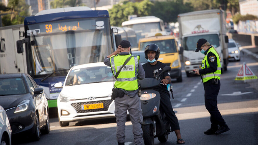 Police set up a temporary roadblock on Menachem Begin Street in Tel Aviv as Israel has seen a spike of new COVID-19 cases, bringing the authorities to reimpose a nationwide lockdown during the High Holiday season, on Sept. 23, 2020. Photo by Miriam Alster/Flash90.