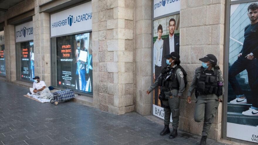 Israeli Border Police patrol Jaffa Road in Jerusalem's city center to prevent lockdown violations, Sept. 23, 2020., Photo by Nati Shohat/Flash90.