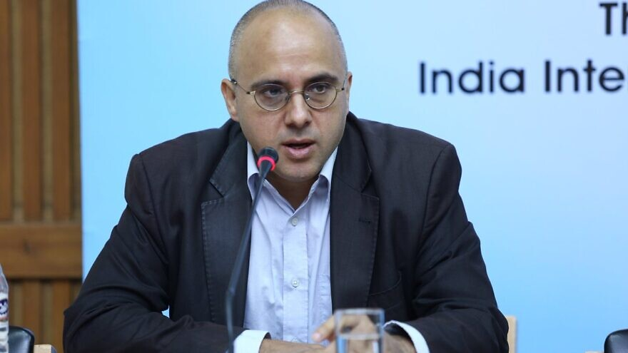 Israeli-British journalist Jonathan Spyer speaking at the India Foundation think tank on Sept. 21, 2017. Credit: Wikipedia.