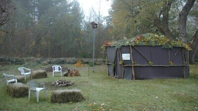 Sukkah in New Hampshire. Credit: Wikimedia Commons.